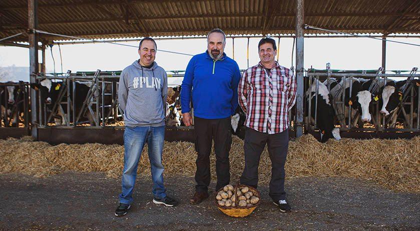 🧑🌾 La família del Josep Soldevila són #pagesos i #ramaders d'Orís, a #Osona, de tota la vida. Coneix la seva història a 👉🏽https://t.co/5lICETS2LD .. #Benvingutsapages #pagesiacatalana #productesdelaterra #naturalfood #masiacatalana #Socpages #Socpagesa #Catalunya https://t.co/uaRHzy9Oif