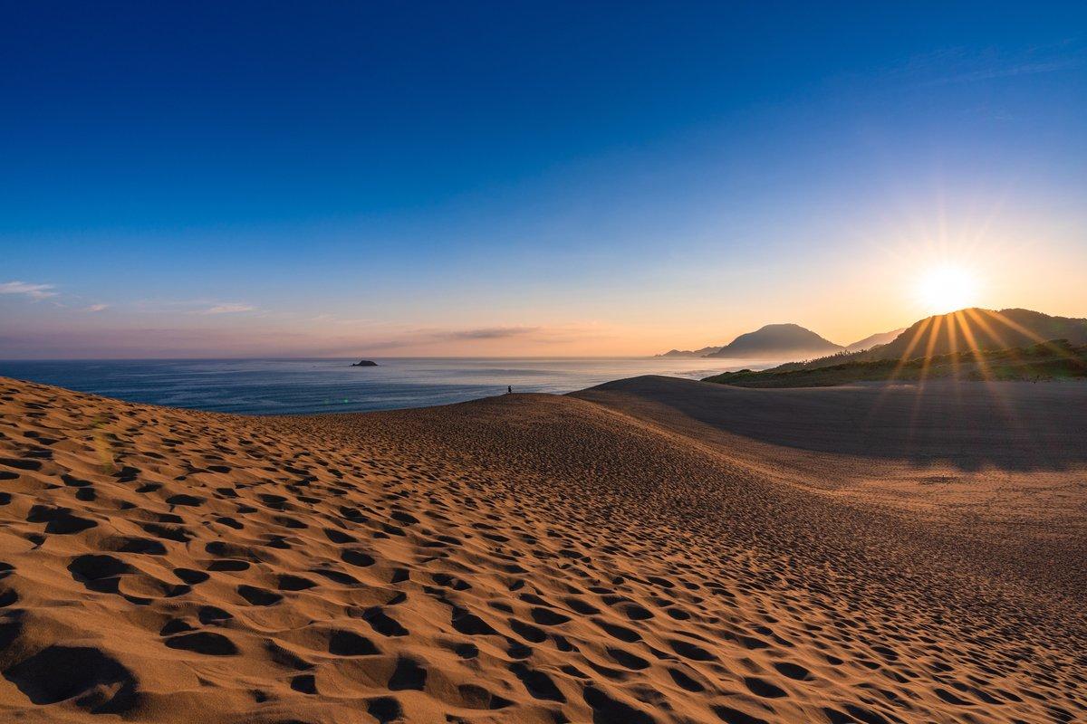 鳥取 鳥取砂丘です。 非日常の世界観とパワーを感じさせてくれる場所🐪 旅する気持ちを忘れそうになった時は✈️ ⇒ana.ms/37esnCU 旅の思い出は「#anaタビキブン」をつけて投稿してね🌟ANAの各メディアでご紹介していきます❣ #次行きたい旅スポット