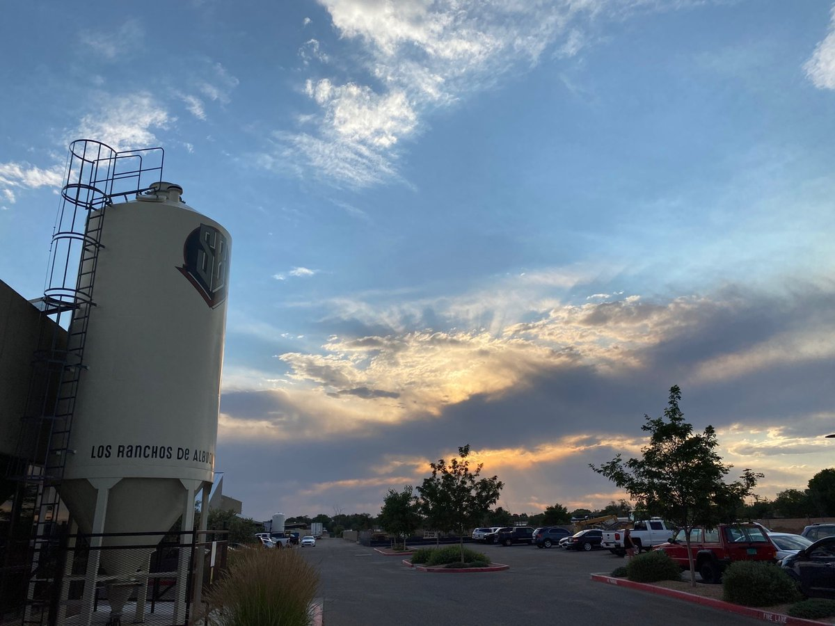 A sight for sore eyes. ⠀ Thank you for a beautifully timed sunset, #newmexico!⠀ #nmtrue #newmexiconeedsnofilters #NMBeerLove #NMCraftBeer #builttobrew #losranchosbrew https://t.co/lkBgbiFeTb