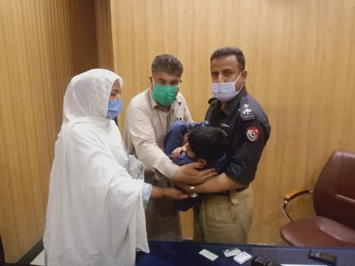 A special child, both mentally and physically, was abandoned by his parents at Ayub Medical Complex,Abbotabad. A sub- Inspector of police has adopted the child and has pledged to take care of him for the rest of his life! #Humanity https://t.co/mHyUf5omqQ