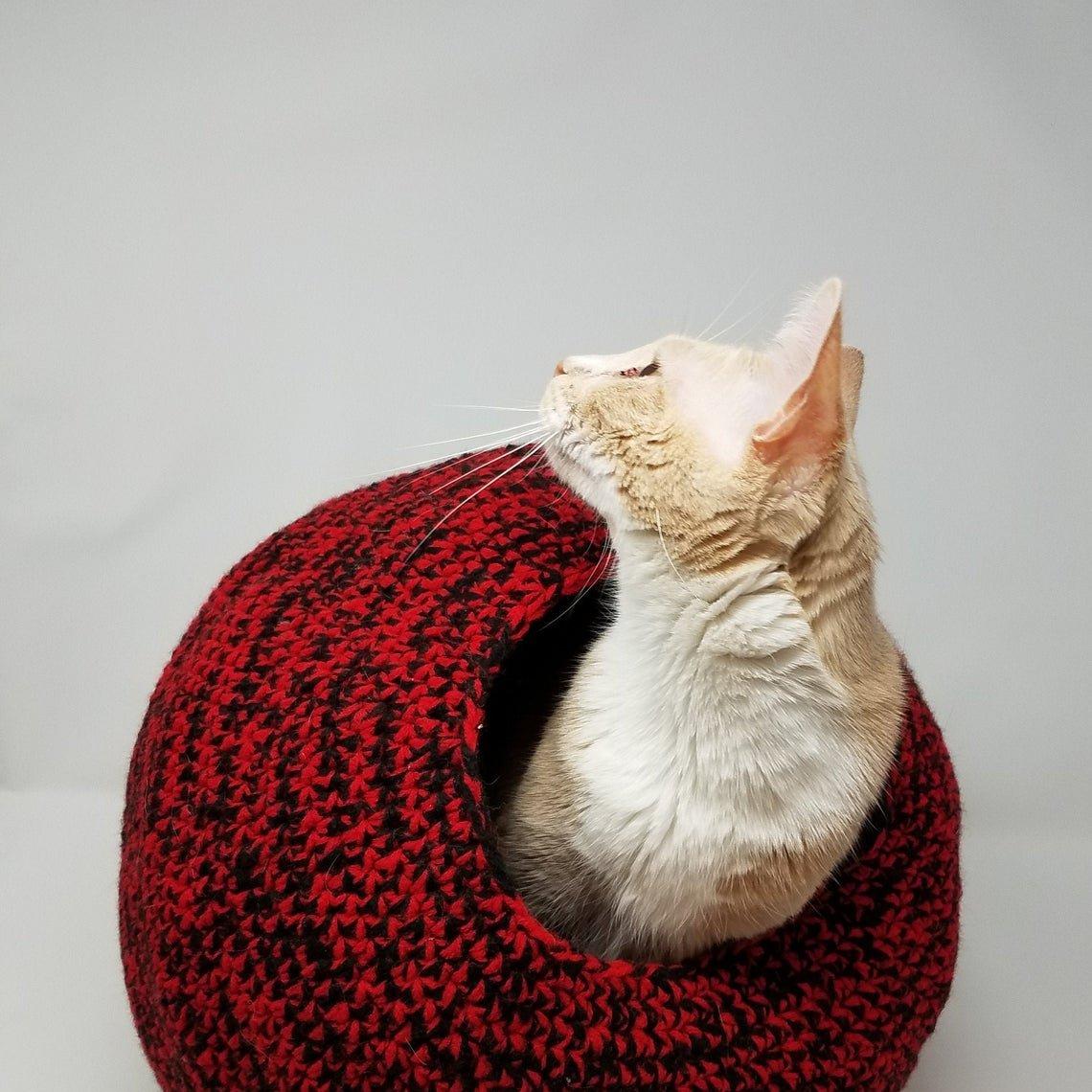 Ravelry: Cat Bed pattern by Kelly Pratt | 1140x1140