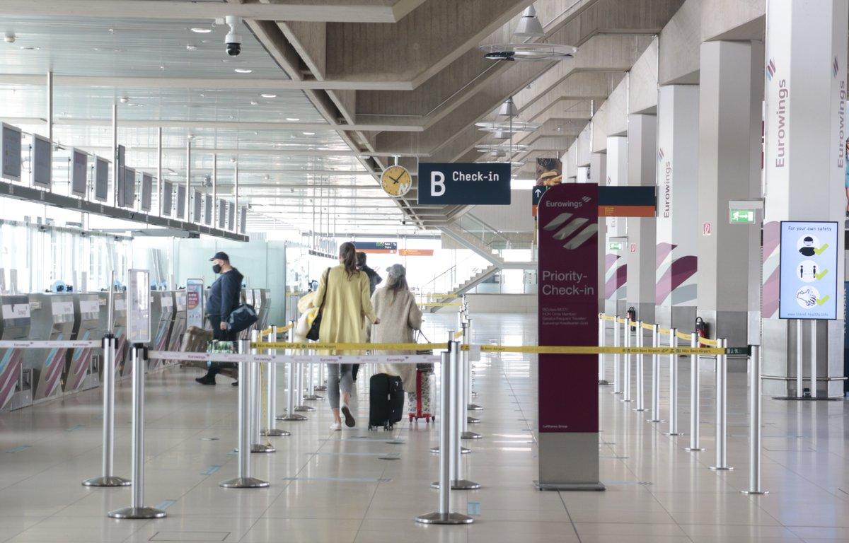 Nach und nach kehrt Leben zurück ins Terminal. In dieser Woche reisten erstmals seit Beginn der Corona-Krise wieder mehr als 1.000 Passagiere am Tag über Köln/Bonn. Die Airlines nehmen Stück für Stück wieder mehr Ziele in den Flugplan auf. Wir freuen uns. https://t.co/OBGlTqCHqb https://t.co/czOfqJf4sZ