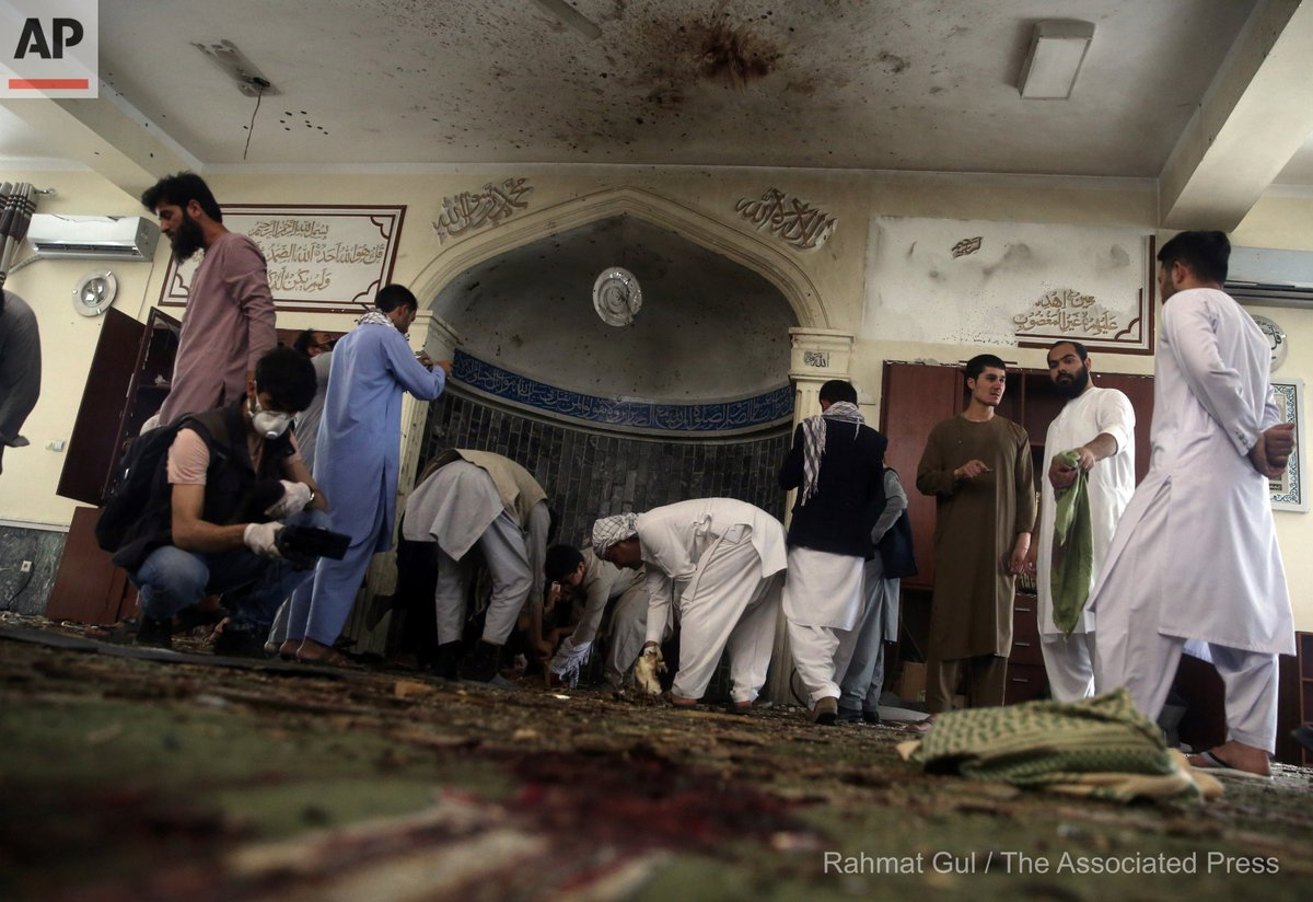 Afghans inspect the inside of a mosque following a bombing, in Kabul, Afghanistan, Friday, June 12, 2020. (AP Photo/Rahmat Gul) https://t.co/gYLhNAyIer