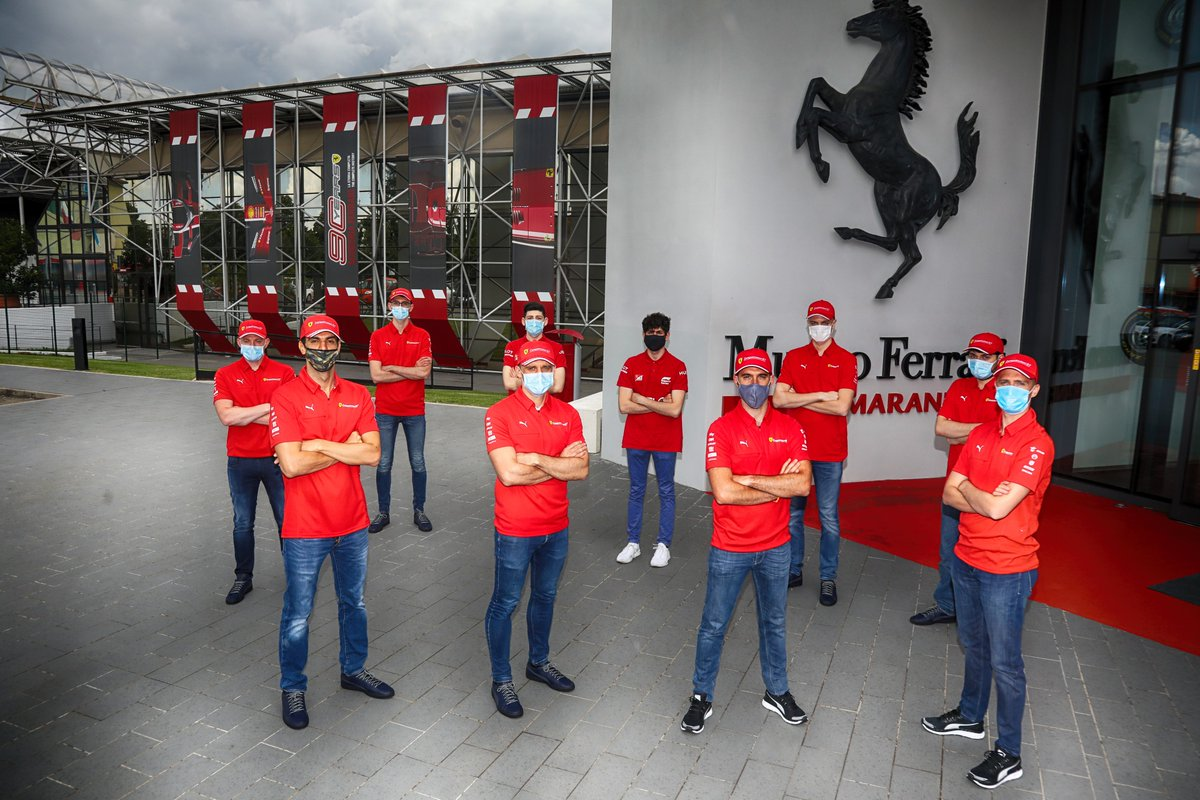 Welcoming our drivers who'll be racing the #LeMans24Virtual from the #MuseoFerrari. What a group! 😍  #LeMans24Virtual @MuseiFerrari #FerrariRaces @24hoursoflemans @FIAWEC https://t.co/guo0XET1KB