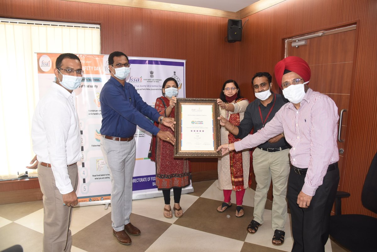 On 2nd World Food Safety Day, Health Secretary, Smt. Nila Mohanan IAS presented the Certificates approved by FSSAI to M/s Nestle India Pvt. Ltd. certified as the 'Eat Right Campus'. They are the first in #GOA to achieve this feat. https://t.co/extMVrwcX9