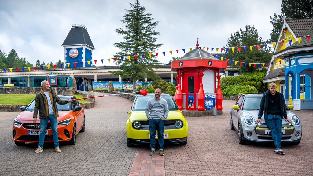 #TopGear resumes filming on @BBCOne series with race around deserted theme park: https://t.co/cVjjmLmqzS https://t.co/Il8lVFfEEQ