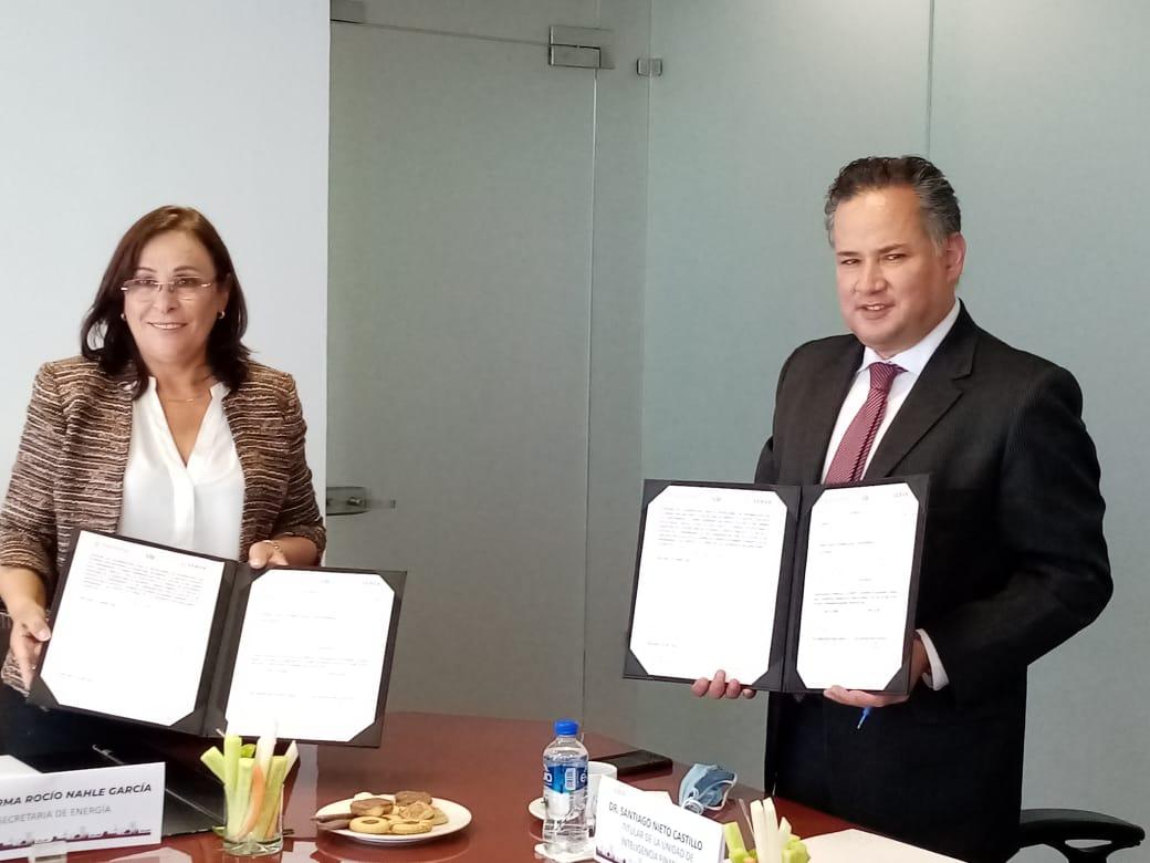Firma del convenio de colaboración para el intercambio de información entre la @SENER_mx y la #UIF. Gracias a @rocionahle por el interés y compromiso. https://t.co/bDcS4CPZIY