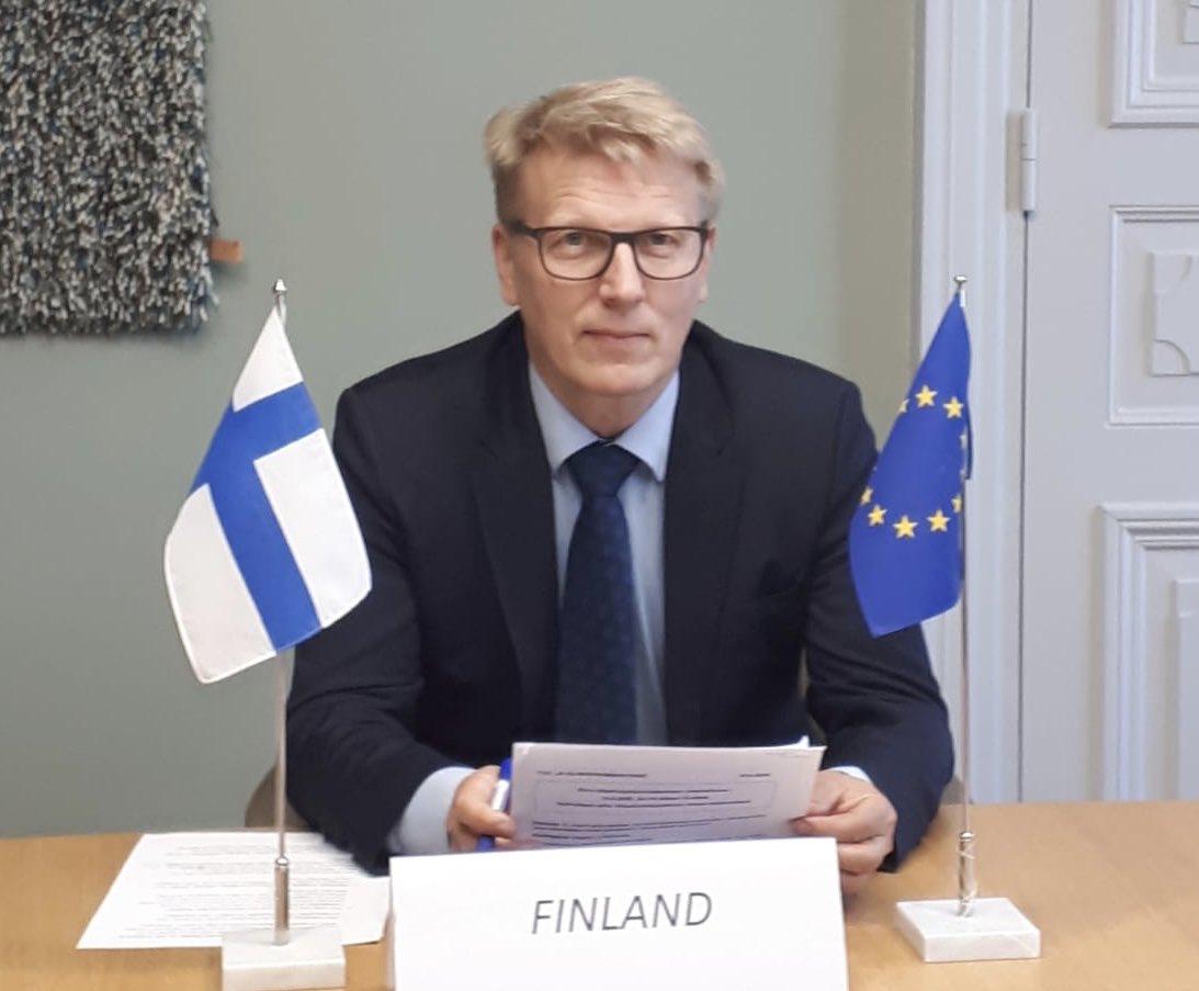 Suomessa 13 teollisuuden alaa on vahvalla sitoutumisella valmistellut #hiilineutraali2035 #tiekartat Kunnianhimoiset tavoitteet yhdistettynä johdonmukaisiin investointeihin varmistavat yritysten kilpailukyvyn. Tästä voitaisiin ottaa oppia muuallakin EU:ssa! #COMPET #SuomiEU
