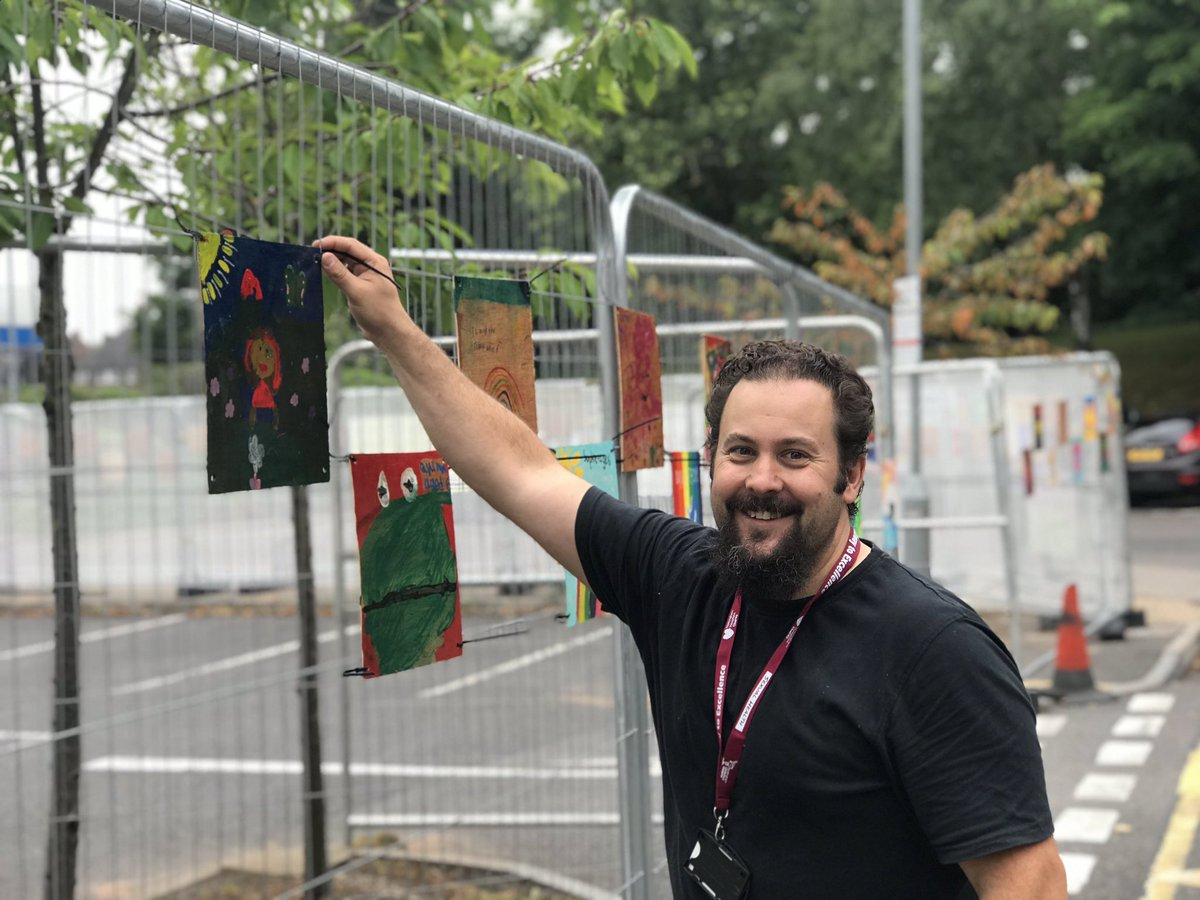 The myth, the legend, the human behind the squares! @HowardGees  #informinnovator #quizmaster #art #NHSGallery #gallerycurator #smile @TeamNUH @nottmhospitalspic.twitter.com/EKv4Ut48XE