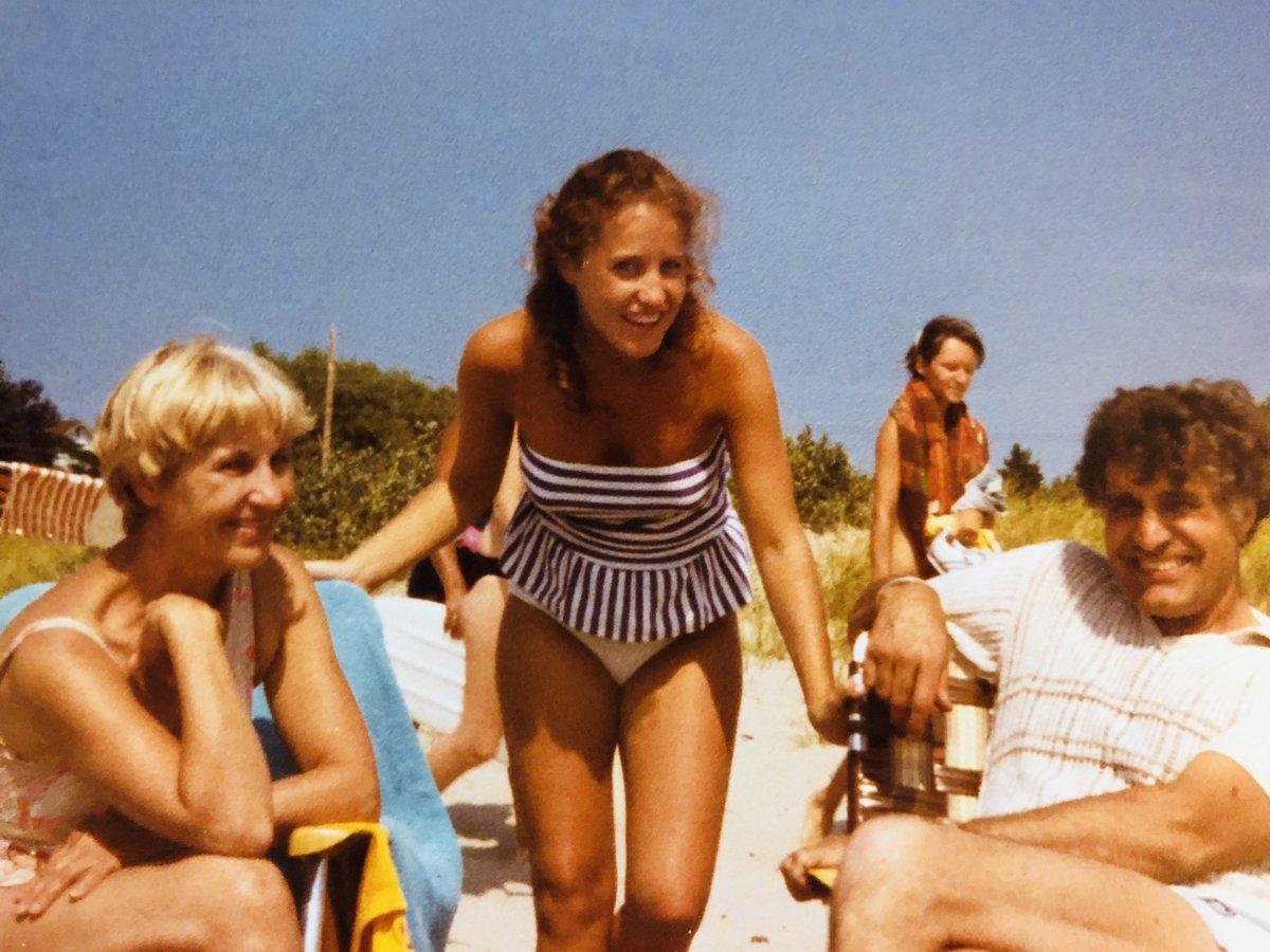 Sauble Beach Day Ontario 1982 và Sauble Beach Day Ontario 2019. Trước đây, ngay trước đó, những đứa trẻ và với những đứa cháu của tôi. Năm 2020? #KWBPride #SchoolSpirit https://t.co/cVvxznYwDN