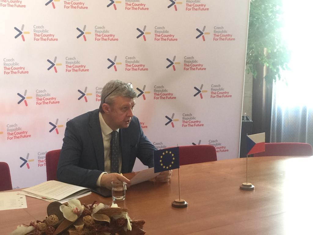 Na @EUCouncil #COMPET jsme s ministry hospodářství diskutovali o plánu obnovy EU. Představil jsem naše priority v podpoře automobilového průmyslu a ve výstavbě dopravní a digitální infrastruktury, vč. AI. @mpo_tweetuje @CZECHIAinEU @peteraltmaier @ThierryBreton