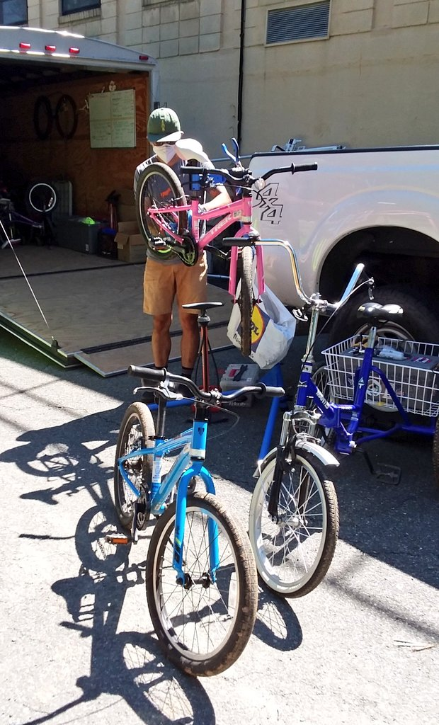 School's out, <a target='_blank' href='http://twitter.com/APSVirginia'>@APSVirginia</a>! Congratulations! Thanks to Edoardo & <a target='_blank' href='http://twitter.com/PhoenixBikes'>@PhoenixBikes</a> for giving our <a target='_blank' href='http://twitter.com/APSHPEAthletics'>@APSHPEAthletics</a> Elementary Bike Fleet one last safety/maintenance check so they're ready to roll when schools reopen! Keep biking & walking all summer! See you in August! <a target='_blank' href='http://search.twitter.com/search?q=BeSafeBeSeen'><a target='_blank' href='https://twitter.com/hashtag/BeSafeBeSeen?src=hash'>#BeSafeBeSeen</a></a> <a target='_blank' href='https://t.co/n71wqHJ2HC'>https://t.co/n71wqHJ2HC</a>