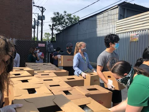Chicago has come together to build a strong coalition, showcasing unity to fight racial inequities. Due to protests, @Instituto1977 saw damage to the neighborhood & sprung up to clean up. We wanted to help & decided to feed the volunteers. #FeedingTheFrontlines #RRMFEngage https://t.co/WrgnSw6RDh