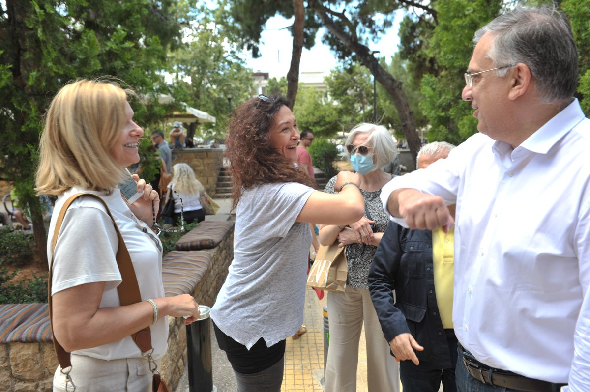 """Τάκης Θεοδωρικάκος auf Twitter: """"Σαββατιάτικη βόλτα στην πλατεία της Νέας  Σμύρνης. Πολύς κόσμος, τα μέτρα διευκόλυνσης των καταστημάτων εστίασης  λειτουργούν κι επιστρέφει η αισιοδοξία σταδιακά μετά την καραντίνα!…  https://t.co/Y4WeAFZeti"""""""