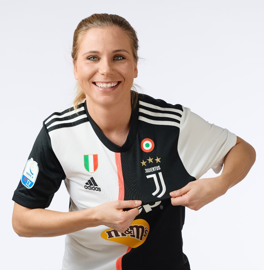 ✍️ a new contract with @juventusfc  ⚫️⚪️ I have had the privilege to represent this club from the very beginning of @JuventusFCWomen and what I'm most proud about our journey is...  The incredible passion, the hard work done, the steps taken forward, the opportunities given, https://t.co/giB5tBvwwg