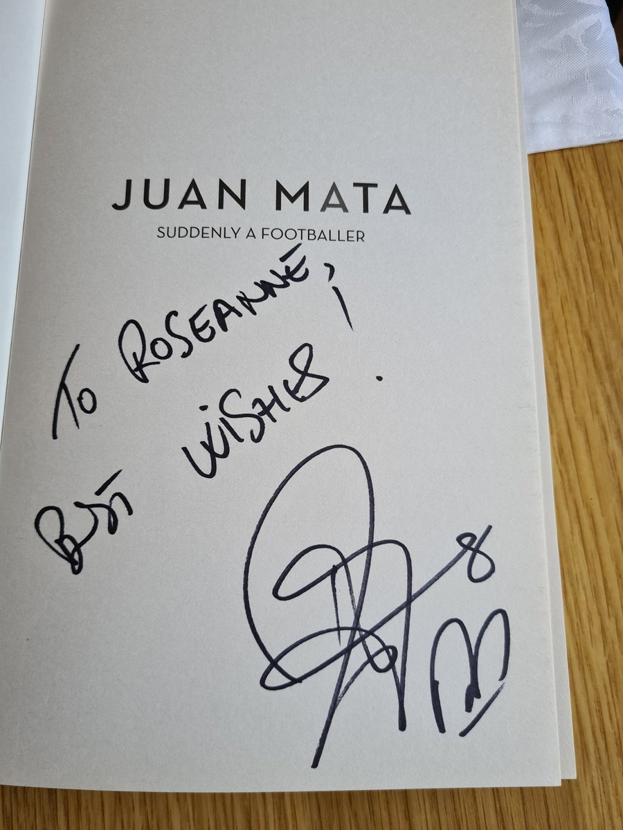 @juanmata8 @ManUtd Look what I received today!. Absolutely buzzing!!. Cannot wait to read it.❤❤ https://t.co/jcJrvJf9bB