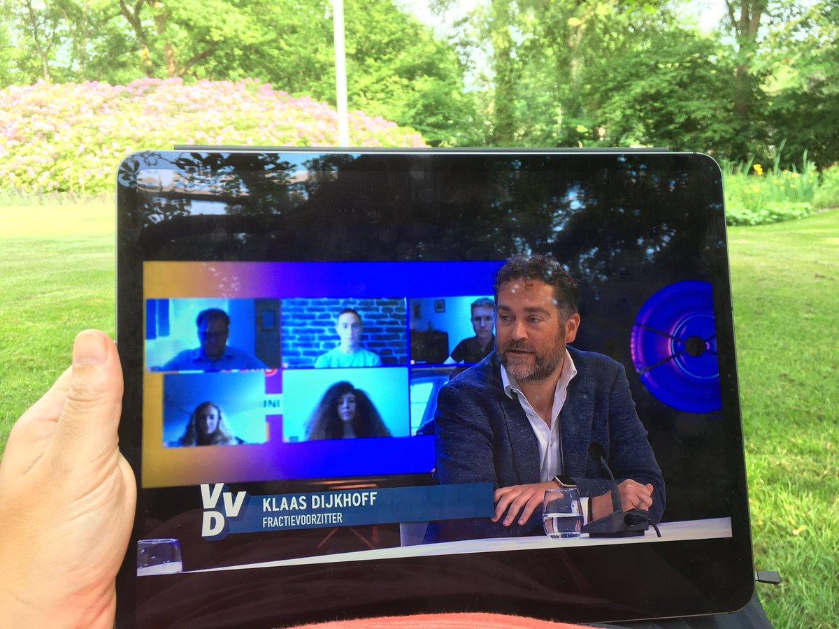 #vvdcongres van start. Ook wel relaxed zo 😎 https://t.co/DAzuvAsflt