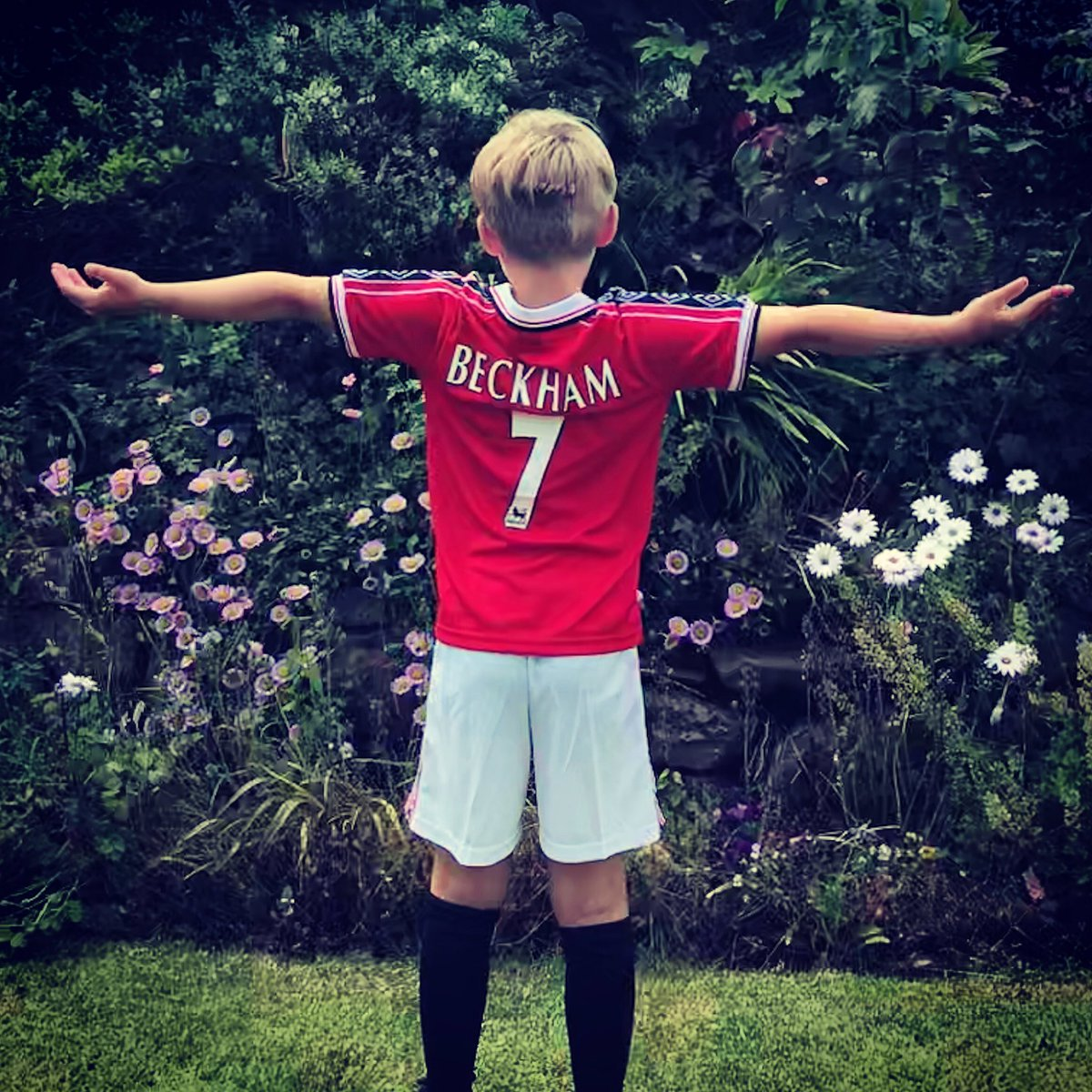 I'm not living my life through my kids... You are! #MUFC #Treble99 #Beckham 🔴⚪️⚫️ https://t.co/UPOaPFURTC