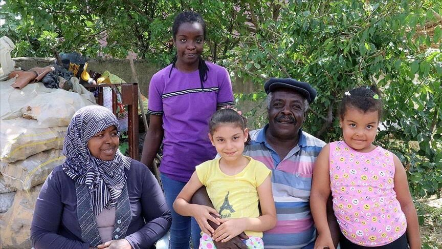 """Turkey's little-known black community has been living in the Aegean province of Aydin for the past 200 years. """"Turkey's black community feels right at home"""" https://t.co/cNEMO8BB5P https://t.co/lHZStn07FY"""