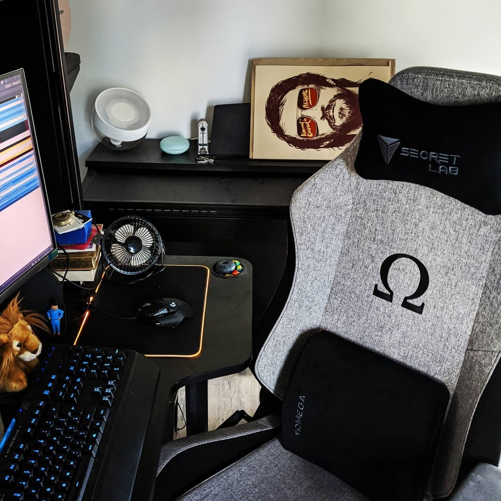 It may not be the most important thing happening in the world right now, but yesterday the treat I decided to give to my back, which has had too much exposure to less comfortable office chairs, arrived. Now I just need to declutter the space around it. #… https://t.co/lVfAU2fJaW https://t.co/deTZRSMP8W