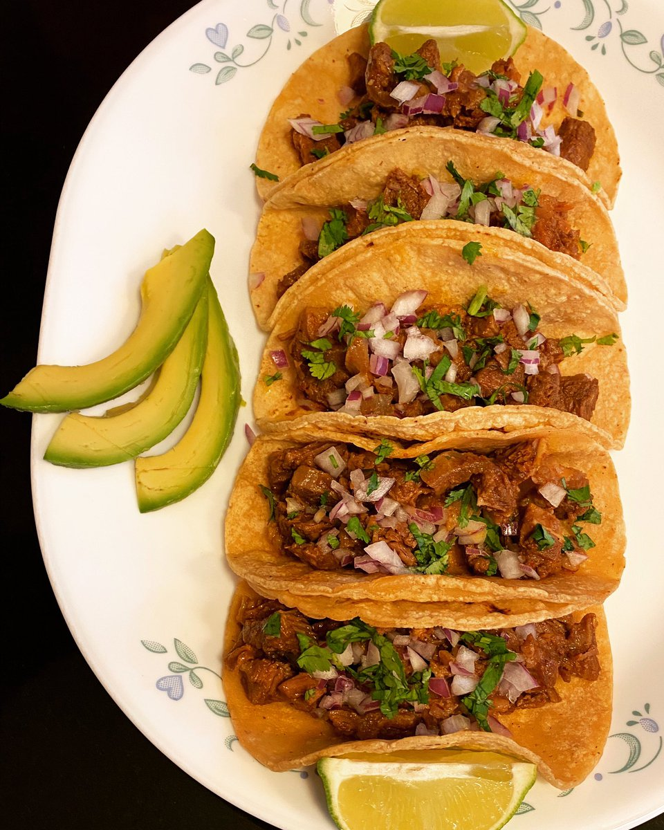 Barbacoa Rib Meat Tacos #TincyCooksTommyEats . . . . . #barbacoa #ribmeattacos #ribmeat #tacos #tacolicious #barbacoatacos #tacotime #mexicanfood  #homecookedmeal #covidcooking #lockdown2020 #stayathome #chicagofoodie #foodwishes #chicagosbest #chicagoeats #tiktokmallu #Chicagopic.twitter.com/whPpGkDITd