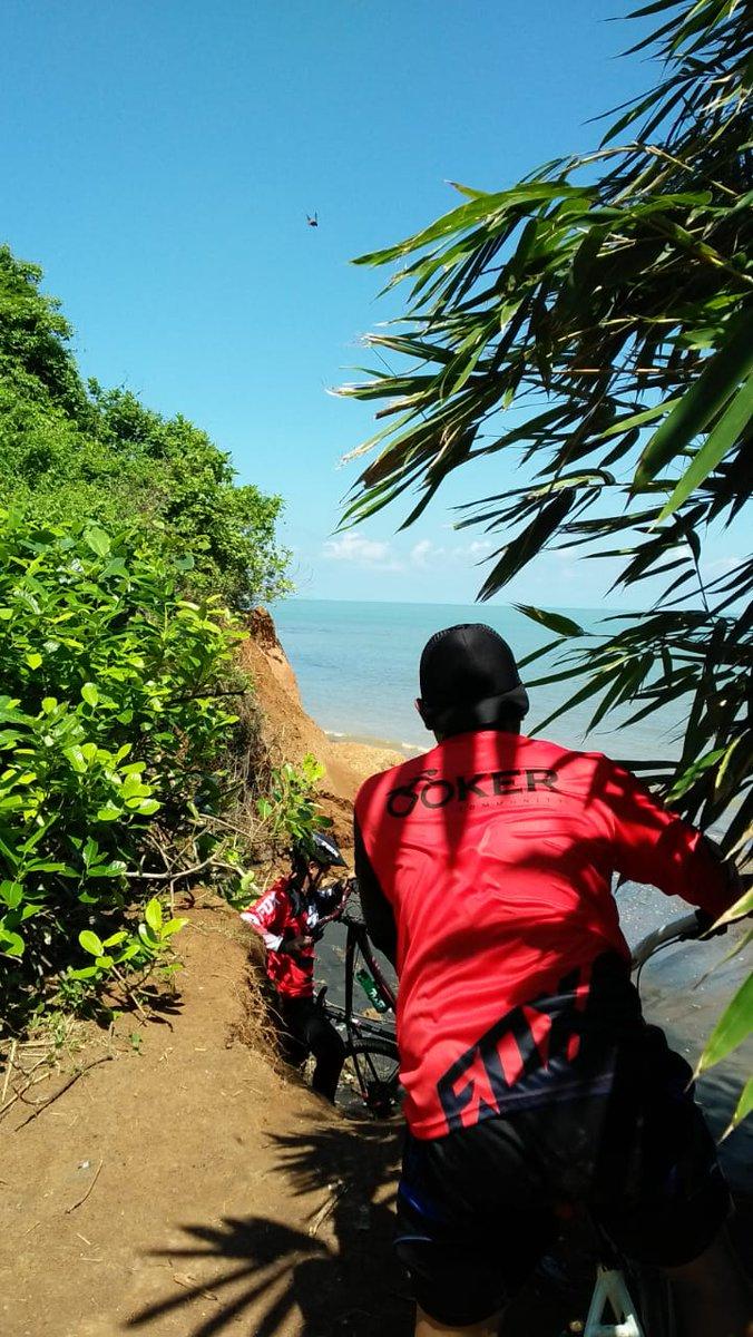 Replying to @Enjaenovic: Pantai punuk sapi dari ketinggian.. destinasi pantai pantai Jepara @ILoveJepara @VisitJepara