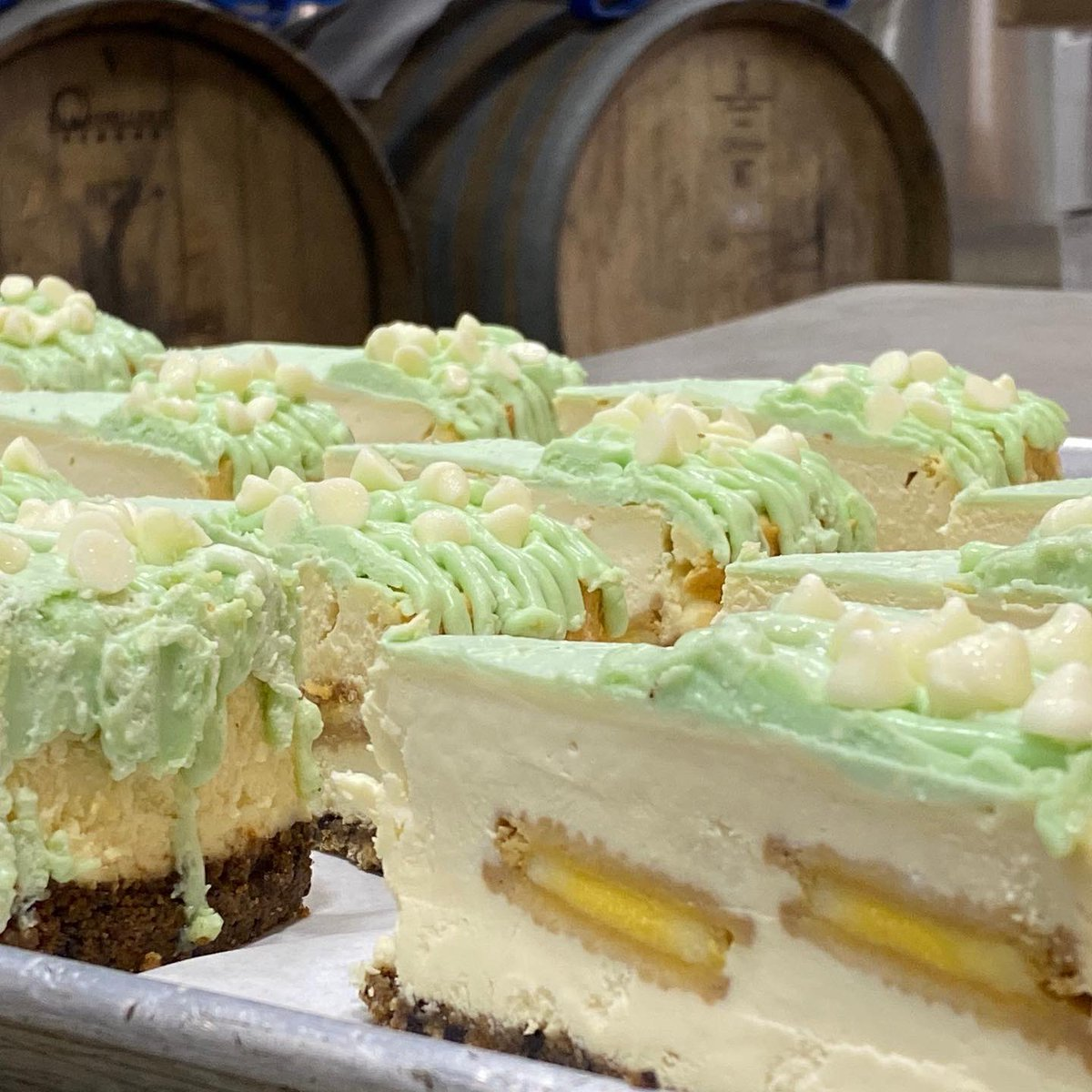 The best cheesecake you'll ever have made right here in NM by the talented father of one of our talented brewers! Willie Ray's Key Lime Cheesecake, on our menu, in your belly.  😋😋😋#supportlocal #builttobrew #losranchos #losranchosbrew #burque #newmexico #eatlocal #foodie https://t.co/GBd07w1Ybi