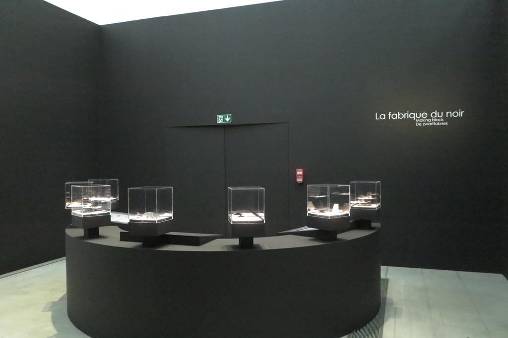 """Deuxième visite au @MuseeLouvreLens pour l'exposition """"Soleils Noirs"""". Une exposition magique, où le noir nous renvoie de la couleur #expoSoleilsNoirs #louvrelens @EspritHdF #sensdelessentiel #Pasdecalais62"""