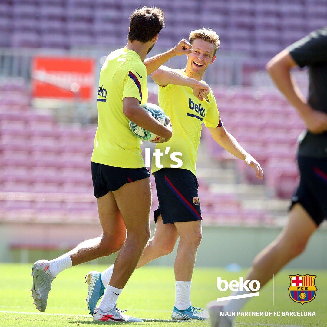 It's showtime. Welcome back @FCBarcelona! https://t.co/QX4i9oV7e4