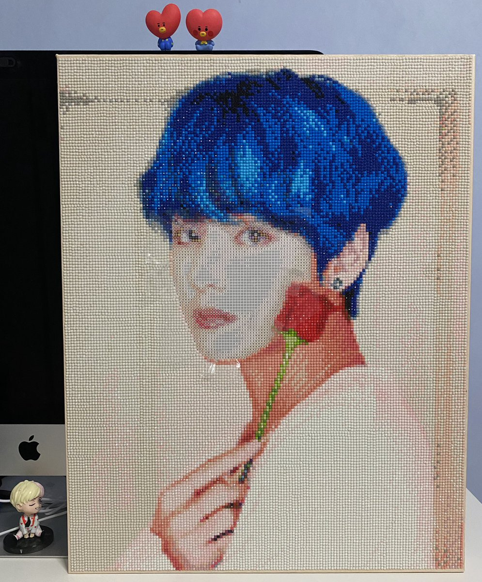 Current progress update! Done with everything except the face!✅ #bts #btsarmy #V #taehyung #taehyung_bts #taehyung_v #cubicpainting #diamondpainting #btscubicpainting #oddlysatisfying https://t.co/mSTcgU8cBI