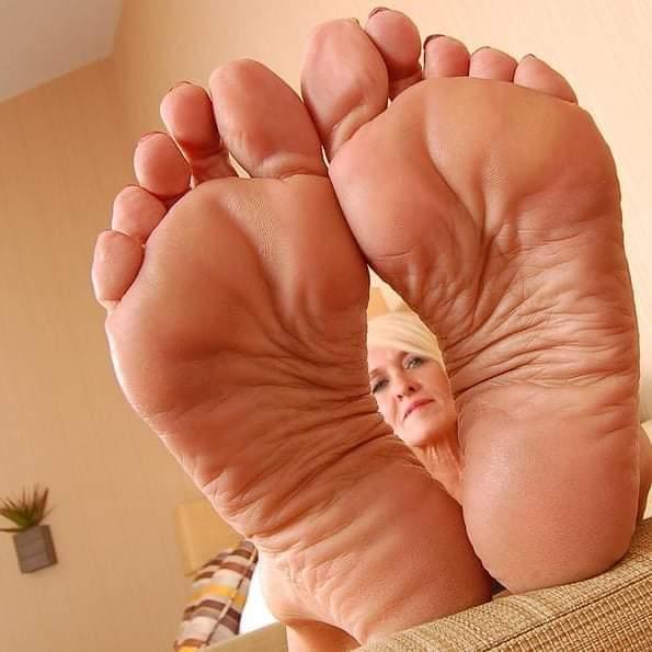 Free mature feet porn