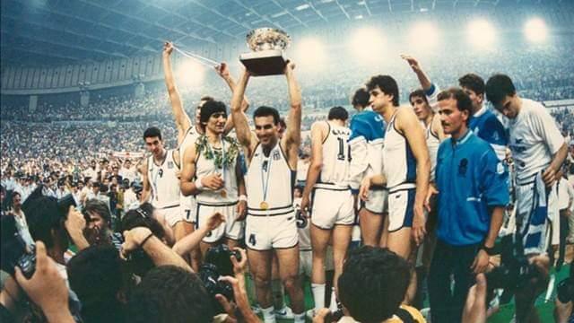 33 Χρόνια πέρασαν από τη μεγαλύτερη αθλητική βραδιά της Καριέρας μου και πιστεύω και όλων των συμπαικτών μου! Τη βραδιά που κατακτήσαμε την κορυφή του Ευρωπαϊκού Μπάσκετ! Εκείνες τις 11 μαγικές μέρες μαζί με άλλα 11 παιδιά αλλάξαμε την ιστορία του Ελληνικού Αθλητισμού. Βάλαμε https://t.co/MZGYou6Jbw