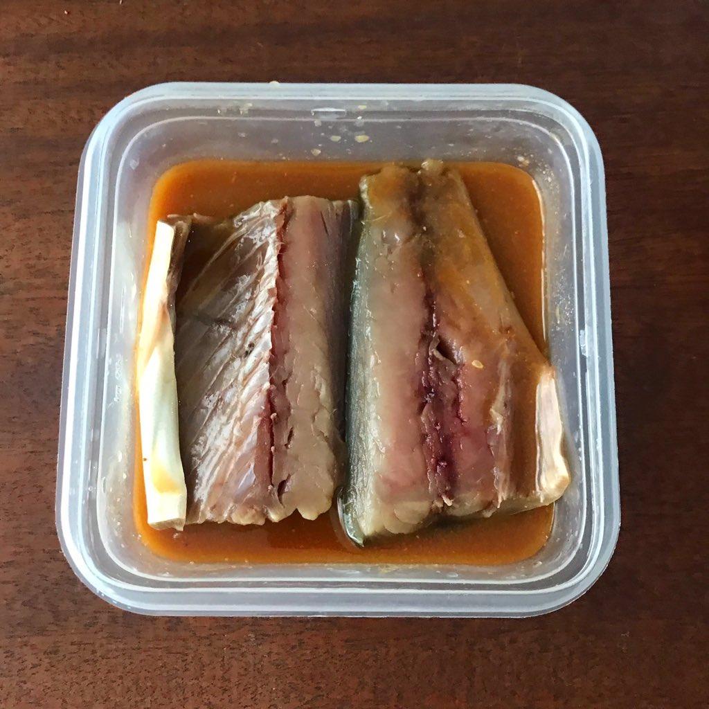 何度でも言わせて…煮魚はほんまにレンジがお勧め。身がフワフワで最高に美味しい。<br><br>動かさず加熱するから身も崩れず、最小限の煮汁でトロッとお店のように仕上がります(お鍋だとある程度水分いるからシャバシャバになりがち)<br><br>しかも冷ます時間省けば5分で完成。今まで何やったんや!てなるんで是非