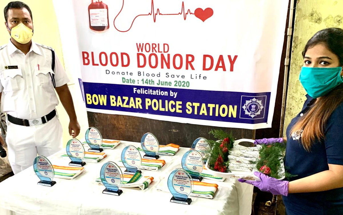 Today on the occasion of World Blood Donors Day  Bowbazar PS organised a programme to felicitate donors, police personnel and civilians who donated blood during pandemic, amidst lockdown.  #WorldBloodDonorDay #DonateBloodSaveLife  @KolkataPolice https://t.co/1u042dBq2J