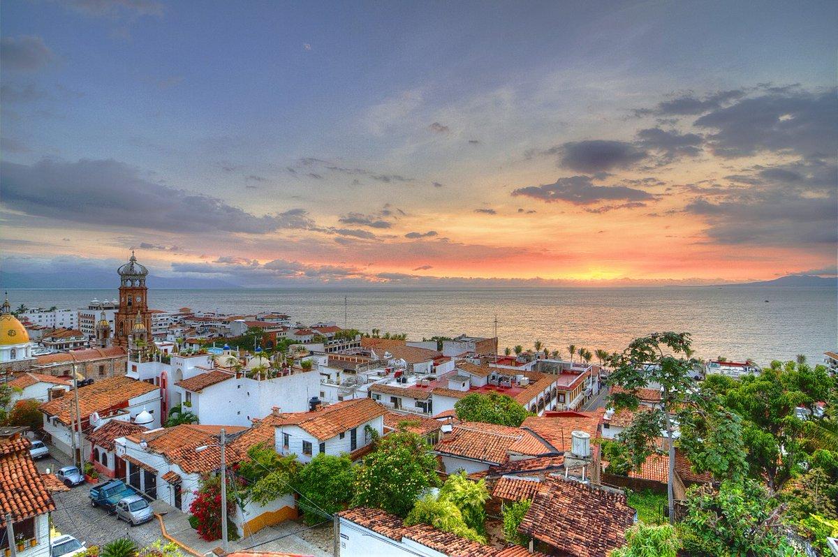 Felicito a @GobiernoJalisco y #PuertoVallarta por recibir el Sello De Viaje Seguro, el cual se otorga de manera GRATUITA por implementar los protocolos internacionales de higiene del @WTTC para la confianza de los viajeros #SafeTravels https://t.co/VAOCAX7aBw