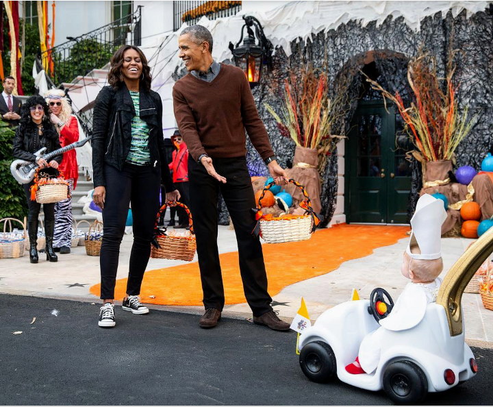 #ObamaDayJune14th  #BestPresidentEver   I think this is might be my favorite @BarackObama  photo.  (Baby Pope on Halloween) ❤😁 https://t.co/KZjTUm4vpC
