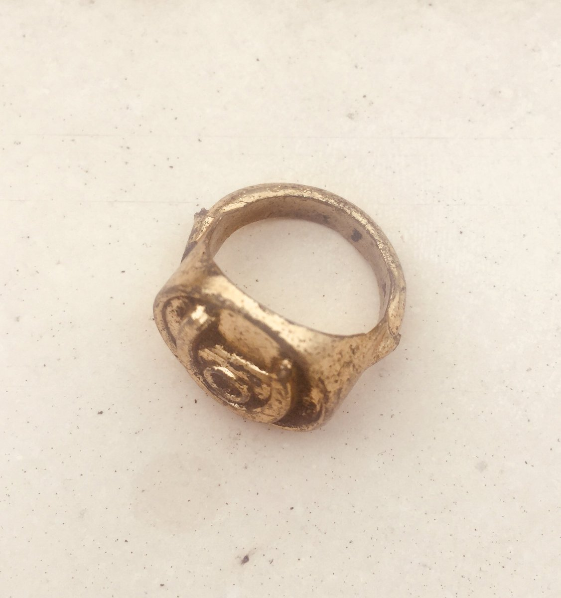 Dug up this classic 70s sovvy ring while gardening earlier. If you rub it three times, Bobby George appears.