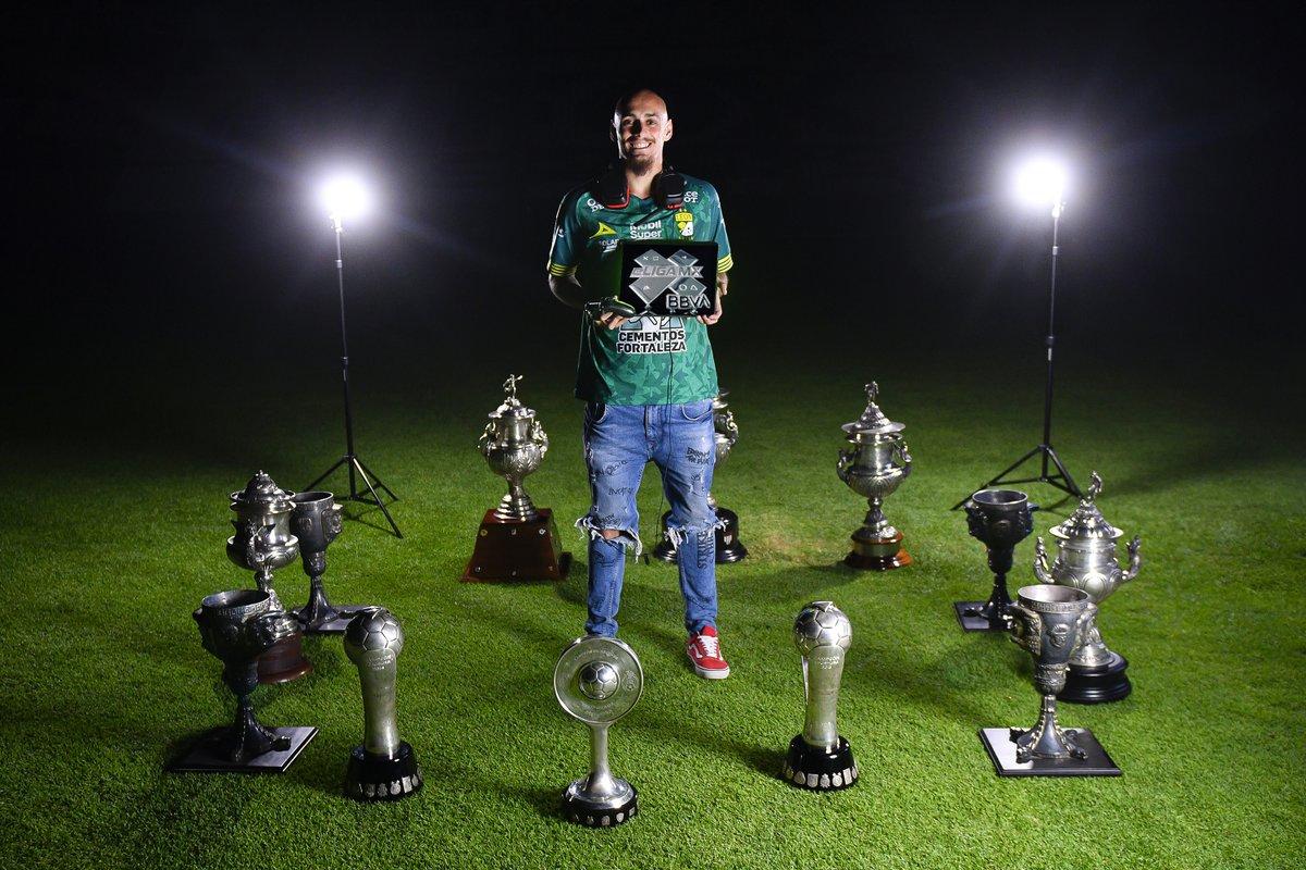 ¡La historia sigue creciendo! 🔝🦁  La #eLIGAMX es una prueba más del ganador historial que tiene @clubleonfc .   ¡Así luce el campeón #Nickiller rodeado de muchas anécdotas victoriosas!   #TuCasaTuCancha https://t.co/OpXYFcPWA5