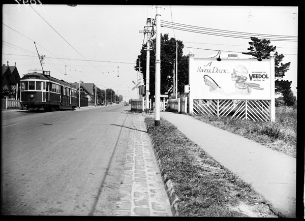 We're travelling Whitehorse Rd Deepdene for #SuburbsofMelbourne today. It's been a while since we've given a shout out to the Vic Places site - a great place to find history of suburbs like this: https://t.co/y2cAQ8CquA   Search Deepdene photographs here: https://t.co/MFMtgP47HC https://t.co/Ck7m4gce3R