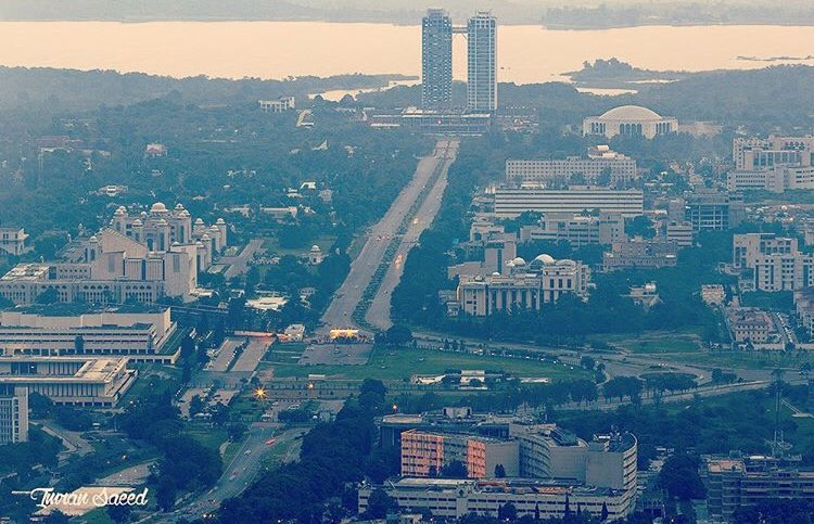 A click of Constitution Avenue from trail 3, #Islamabad  📸 Imran Saeed https://t.co/66HKT3AymD