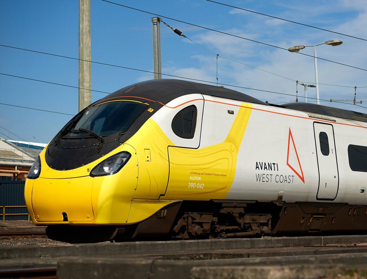 Avanti West Coast Pendolino wears a face covering to promote new guidance news.railcam.uk/index.php/2020…
