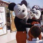 実はこれも本物!?パーク開園当初のミッキーとミニーはこんな顔でした!