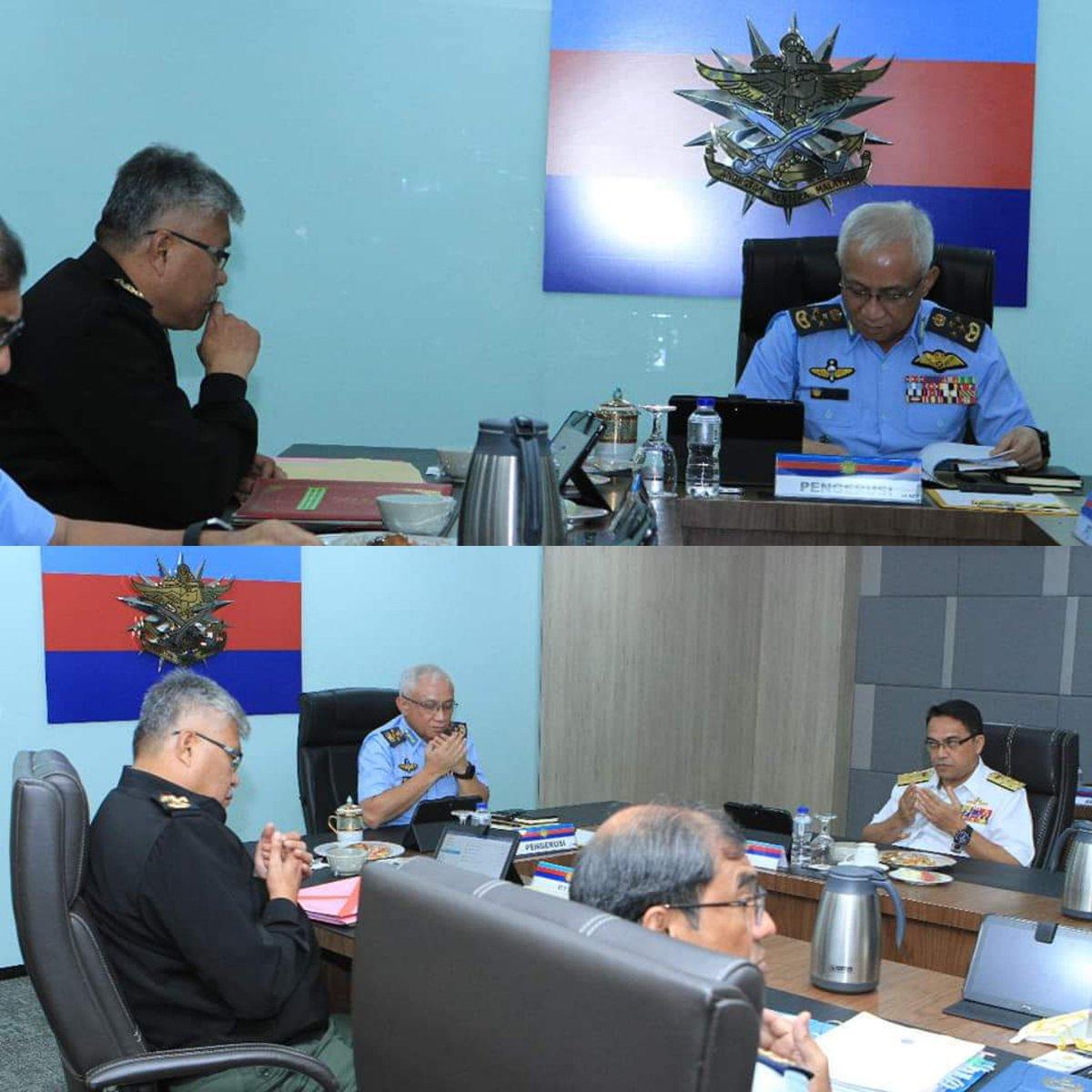 PTD, Jen Datuk Zamrose bin Mohd Zain telah menghadiri Mesyuarat Jawatan Kuasa Panglima-Panglima (JPP) Khas Siri 11/20 yang diadakan di Bilik Mesyuarat Panglima Angkatan Tentera yang dipengerusikan oleh PAT, Jen Tan Sri Dato' Sri Haji Affendi bin Buang TUDM pada 15 Jun 20. https://t.co/f5yWQ7RLJr