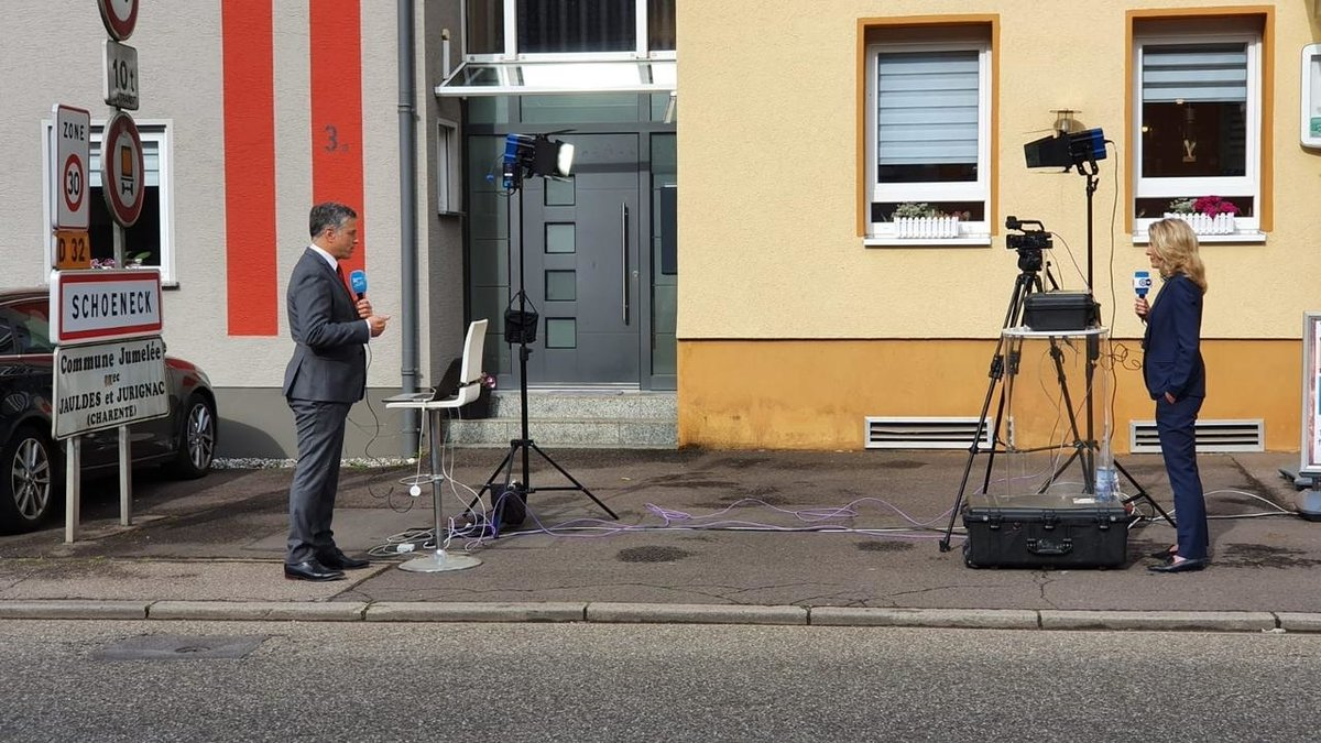 Grand reopening? FRANCE 24 and Deutsche Welle at France-Germany border f24.my/6aDN.t