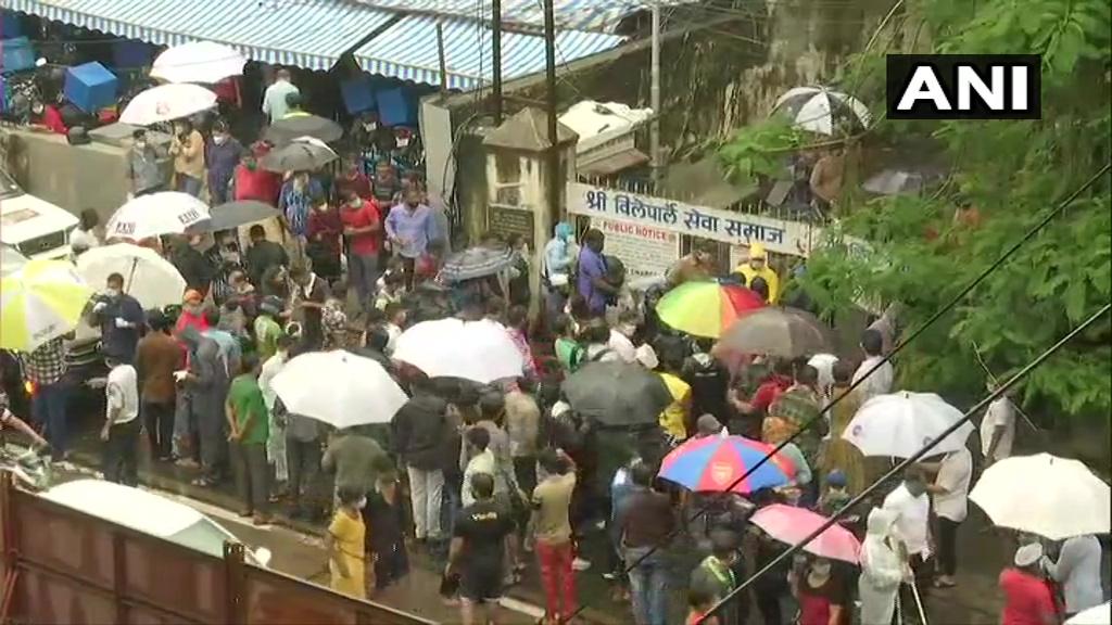 Crowd gathered to bid adieu to Sushant
