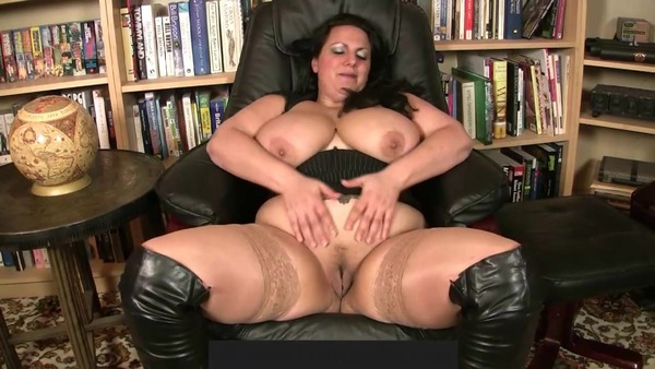 My new video is really hot! Check it out!  https://t.co/AZB7hAsWMC https://t.co/VMl2E67Aql