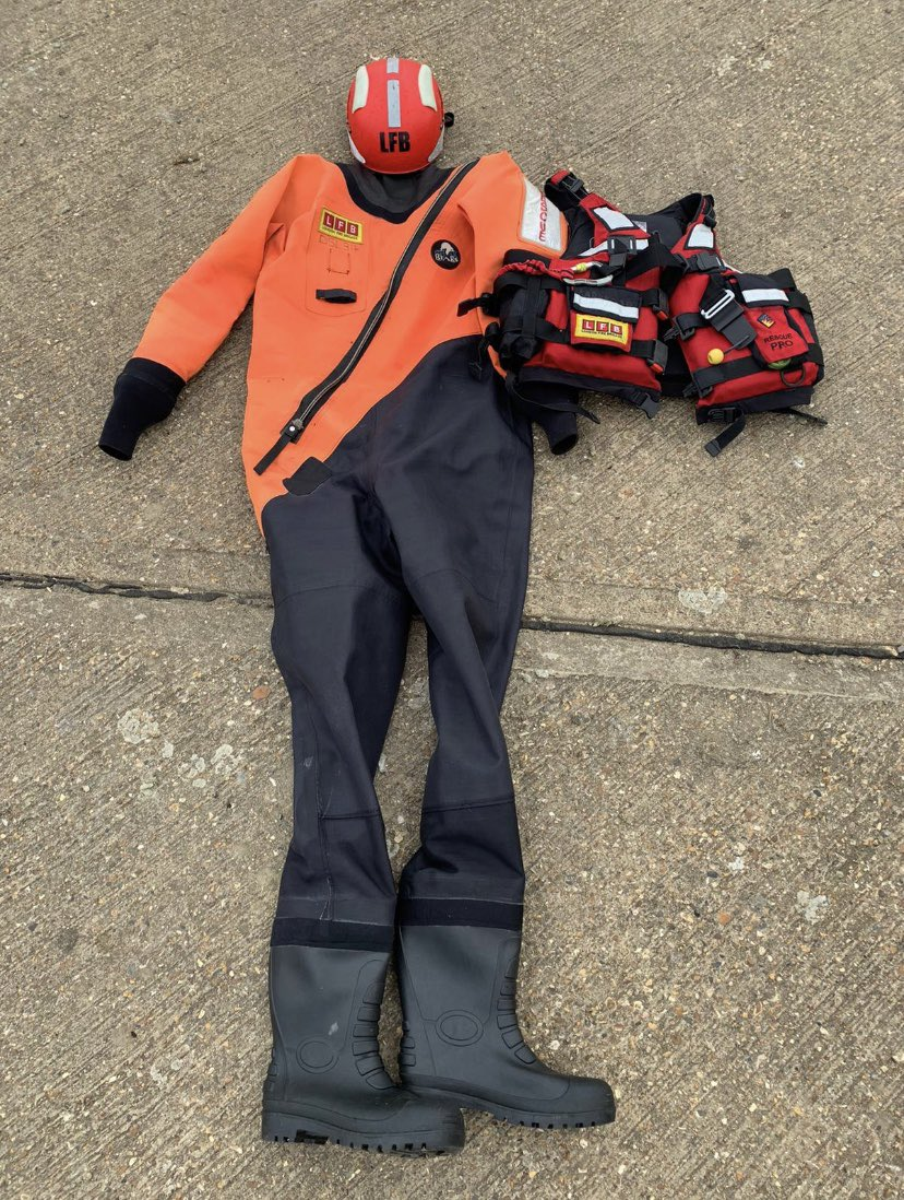 All water rescue trained Firefighters wear a full dry suit, helmet and personal floatation device whilst on or in the water #TechRescue https://t.co/xO4stsnwep