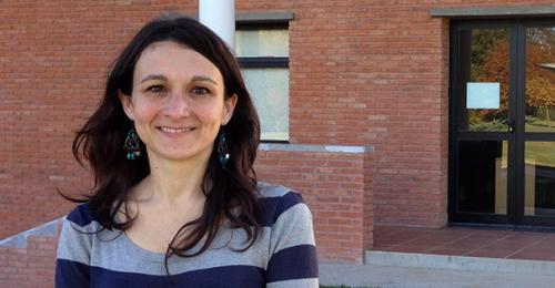 """#CambiaelMundo """"Aprender ciencia en el colegio es aprender a ser ciudadano crítico"""". Para Melina Furman, doctora en Ciencia de la Educación de la Universidad de Columbia, existen nuevas estrategias para educar el espíritu preguntón de los alumnos.  https://bit.ly/2I9Lgfjpic.twitter.com/PC7zMdLHk0"""
