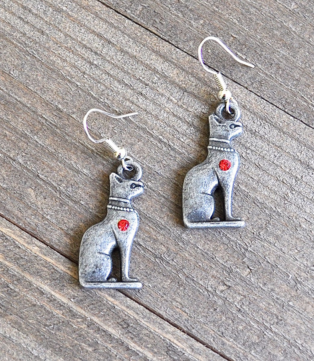 Silver Egyptian Cat Earrings by Rayvenwoodmanor Jewelry! #silvercat #catearrings  #bastet #egyptianjewelry #catgoddess #catjewelry #egyptiancatgoddess #egyptiancat #rayvenwoodmanor #artistalley #megacon #megacon2021 #goddessearrings #silvercatjewelry https://etsy.me/3ht2mExpic.twitter.com/dvev9e6PQw