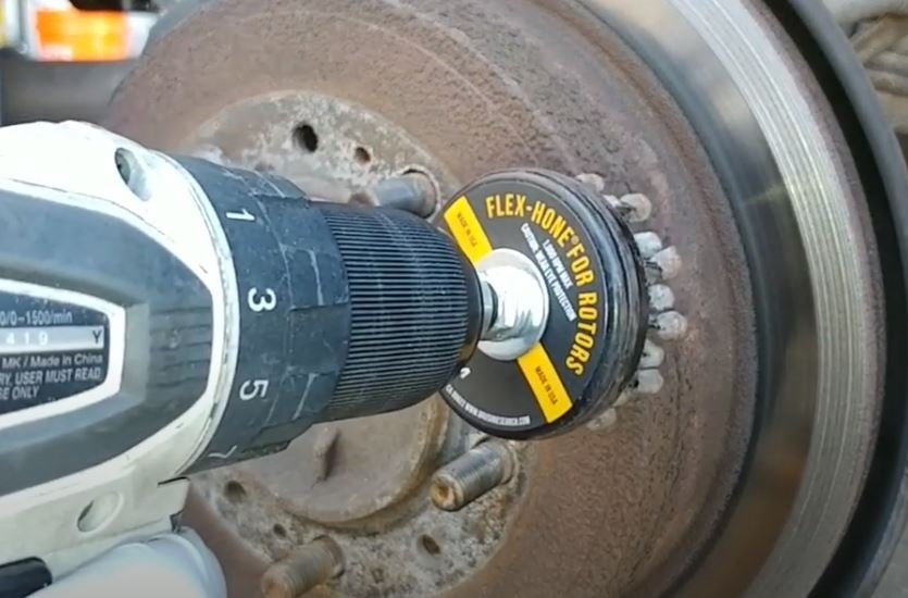 Flex-Hone for Rotors tools remove surface corrosion and friction material that can contribute to brake noise and vibration. https://hubs.ly/H0q-Wwn0 #flexhone #rotors #brakejobs #brakenoisepic.twitter.com/IrxHwth5qk